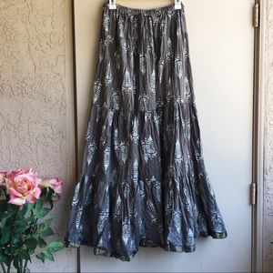 🌵Beautiful Floor Length Gray Skirt Size S/M